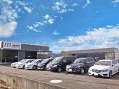 国産車はもちろん、輸入車も豊富に取り揃えて展示しています。