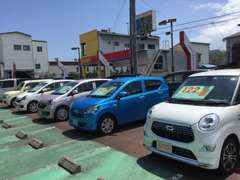 国道1号線沿い、静岡銀行様本部向かいにございます。