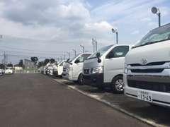 軽~商用車を中心に在庫常時60台以上を展示しております。