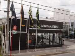 MINI正規ディーラーも併設。MINIも28年度販売台数日本一位を獲得しました。豊富な在庫車からベストの1台をお選びください。