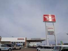ニューフェースのご紹介。左側は営業担当の古澤綾乃。右側が受付担当の藤原風香です。皆様のご来店を心よりお待ちしております。