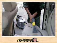 ケルヒャーのスチームクリーナーで車内のシート・トランクの中・ホイール・車内の細い箇所や溝など徹底的に洗浄して納車してます
