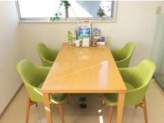 商談テーブルは常に清潔に保っております♪