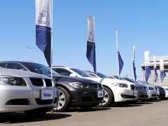常時80台以上在庫ございます主に・BMW、Mベンツとヨーロッパ車を中心とした輸入車専門店!輸入車の事ならお任せください!