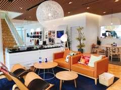 ショールームはボルボの故郷スウェーデンの洗練さと温もりを感じるデザインです。待ち時間の間、ゆっくりとお寛ぎください。