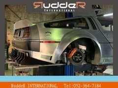 自社提携整備工場にて安心。整備、カスタム、車検もお任せください。