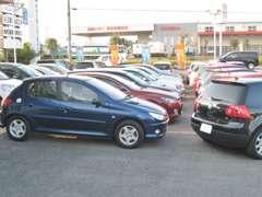 単一車種に片寄らず国内外メーカーバラエティ豊かなお車を常時ラインナップ☆「こっちの車の方がいいなぁ」なんて事も!