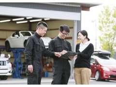 店舗横に自社認証工場完備♪車検、分解整備などもお任せください