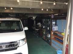 小さな店舗ながら、軽自動車~ワンボックスカー☆人気のHV車等☆多様に取り揃えております!お気入りのお車を見つけて下さい!