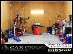 カークレストではお車の販売だけでなく、オイル交換やタイヤ交換、そして車検など整備全般も承れますのでアフターバッチリです