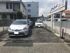 お車でご来店の際は、当店の駐車場にご駐車下さいませ。