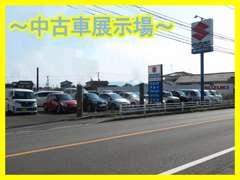 ガソリンスタンドの隣に中古車展示場が御座います!是非お立ち寄り下さい!